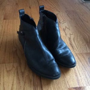 Nine West Size 8.5 Black Ankle Booties